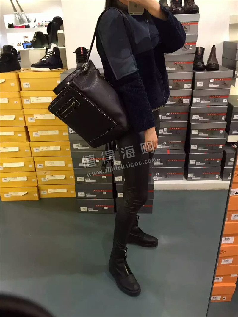 Givenchy纪梵希 欧州正品代购双肩包 白色线