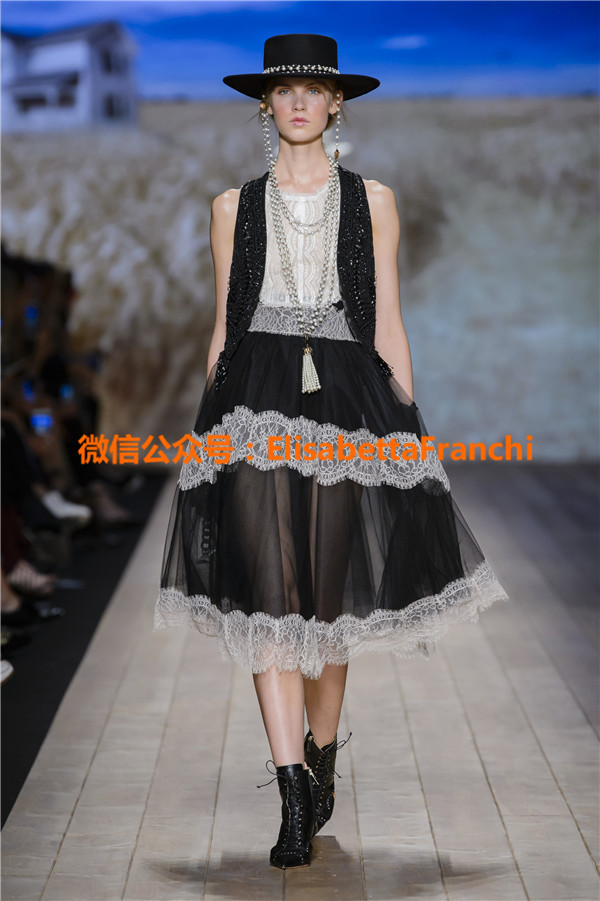 Elisabetta Franchi 2018年春夏新款走秀模特图 GALLERY FASHION SHOW